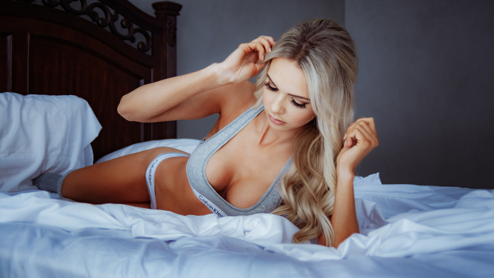 Keep It Simple: Stop Overthinking Your Boudoir Sessions