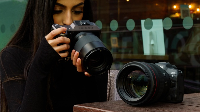 Comparing the Canon RF 85mm f/1.2 Versus the Hasselblad 80mm f/1.9