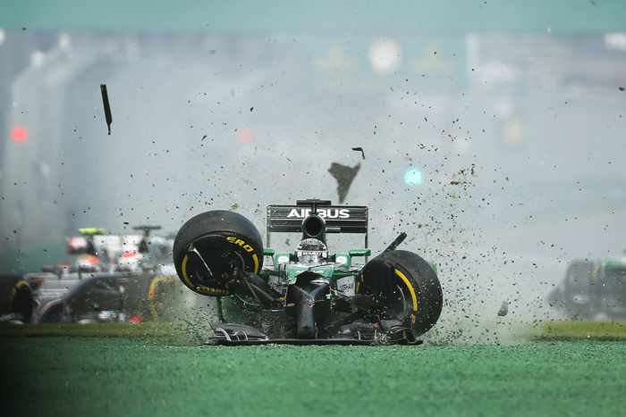 kamui kobayashi crashes at the 2014 Australia Grand Prix