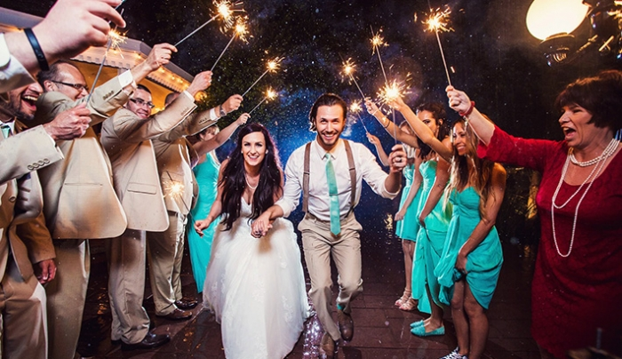 How To Make Fantastic Wedding Photos Even When It's Raining
