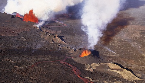 Medium Format in the Sky: Eric Crosland's Aerial Photos of the Icelandic Eruption