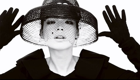 BTS: Mario Testino Photographs the Entirety of Vogue China's 100th Issue