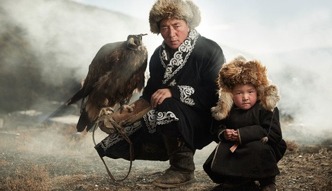 Mongolian Eagle Hunters' Legacy Beautifully Documented by Photographer Sasha Leahovcenco
