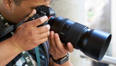 First Hands-On Look At the Sony FE 70-300mm f/4.5-5.6 Lens