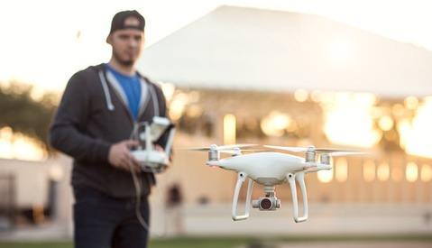 Fstoppers Reviews the New DJI Phantom 4