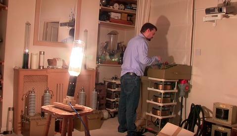 Man Turns On 20,000-Watt Lightbulb, Illuminates Small Neighborhood