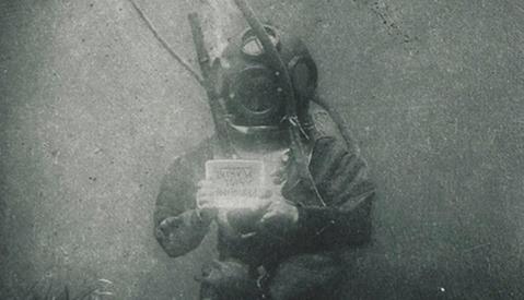 First Underwater Portrait From 1899