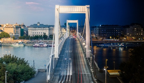 Budapest Captured From Day to Night in One Shot