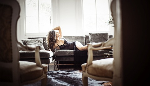 How to Create a Boudoir Shooting Space While Traveling