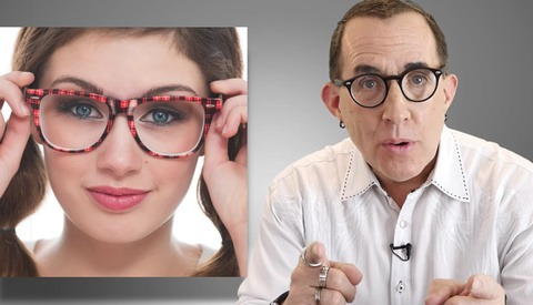 How to Photograph People With Glasses While Avoiding Reflections