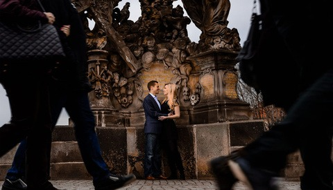 Using Off-Camera Flash to Create More Interesting Wedding and Engagement Photos