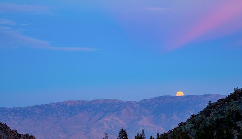How to Photograph a Moonrise