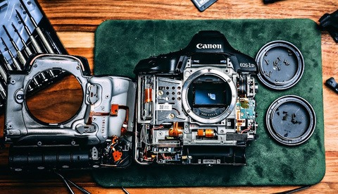 Watch as a Photographer Unnervingly Cracks Open a $6,000 Camera