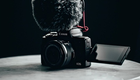 Canon Releases 4K Mirrorless M50