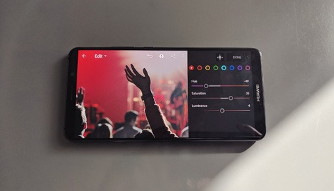 Should You Be Using a Smartphone and DSLR Combo for Concert Photography?