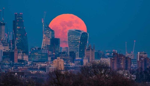 The London Cityscape Photographer Who Caught the Super Blue Blood Moon