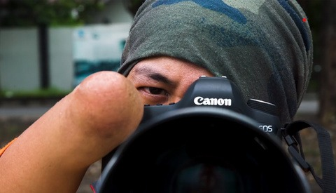 Being Born Without Legs or Hands Didn't Stop This Man From Becoming a Talented Photographer