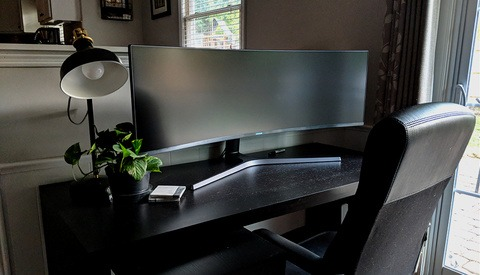Fstoppers Reviews the Massive 49-inch Curved Samsung Monitor That Is Built for Creatives