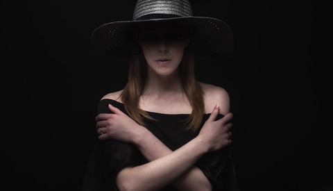 Five Different Looks Using a Single Black Hat