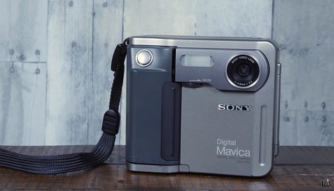 A Retro Review of One of the Coolest Digital Cameras Ever Made