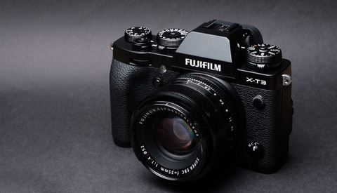Fstoppers Reviews the Fujifilm X-T3 Camera