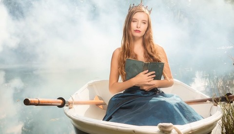 Fairy Tale Boat Photoshoot with Natural Light and Flash