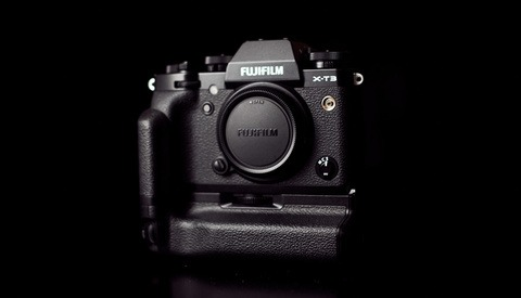 Fstoppers Reviews the Fujifilm X-T3 Vertical Grip: Do You Need One?
