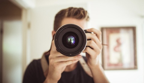 Portrait Photographer Surprised to Discover His Lens Has Apertures Other Than f/1.4