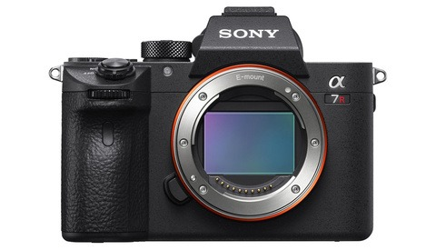 Sony's Latest Firmware Update for the a7 III and a7R III Brings a Critical New Feature for Adapted Lenses