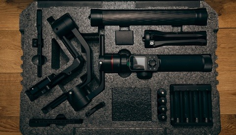 Fstoppers Reviews the Feiyu Tech AK4000: A Brilliant Gimbal but One Major Flaw