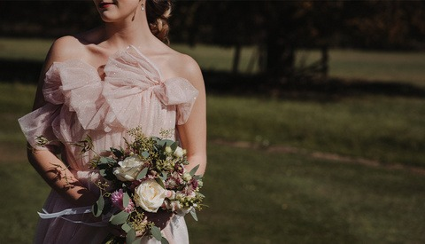 Bride Threatens to Withhold Payment Unless Photographer Captures Everything on Her List