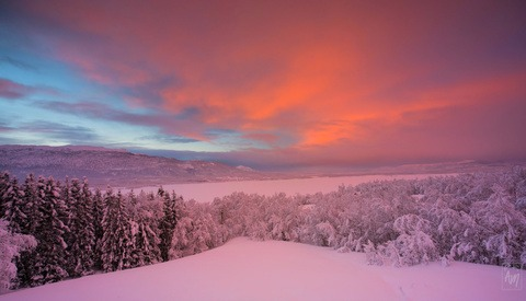 A Beautiful Winter Time-Lapse Film of Norway