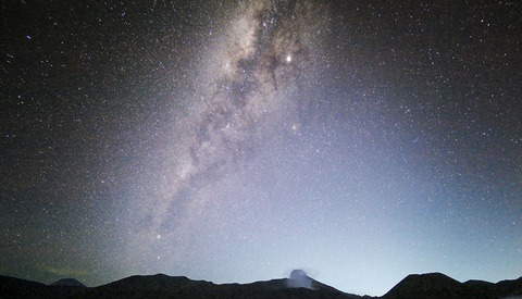 These Milky Way and Meteor Photos Were Taken With a Phone