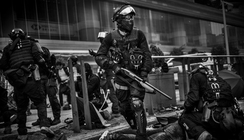 Blood, Sweat, and Teargas: What It Takes to Shoot Award-Winning Photographs of Violent Protest