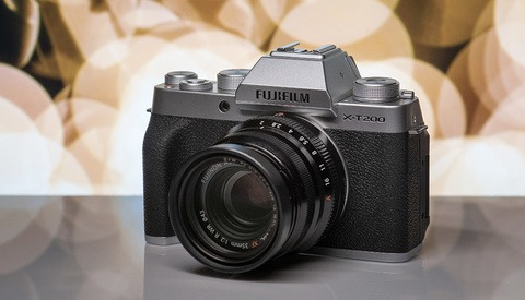 Fstoppers Reviews the Fujifilm X-T200: All Touchscreen, (Almost) All the Time
