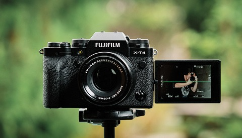 Fstoppers Reviews the Fujifilm X-T4: A Deviation