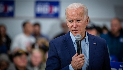 Unauthorized Photographer Passes Joe Biden's Secret Service Security Team to Gather in Press Pit by Plane