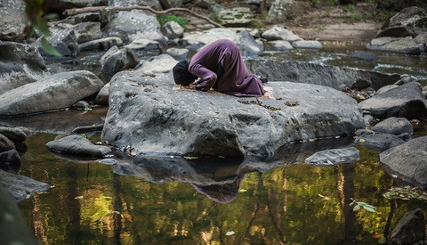 'Places You'll Pray' Captures Muslims Expressing Their Faith in Unexpected Places