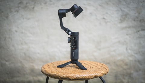 Affordable Smoothness: Fstoppers Reviews the AOCHUAN Smart XR Smartphone Gimbal