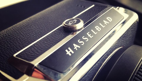 Fstoppers Reviews the Hasselblad CFV II and 907X Medium Format Camera System