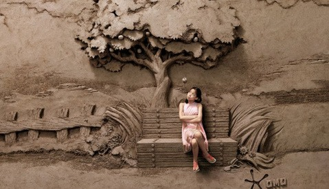 JOOheng Tan Turns 18 Tons Of Sand Into Backdrops For Photographs