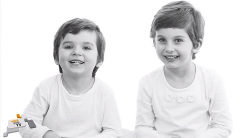 A Clever Idea for Getting a Good Photo Out of Your Kids... a Sound Trigger