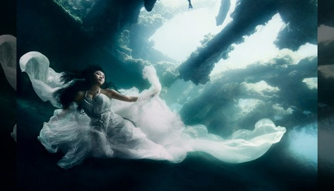 Underwater Photo Shoot: 2 Models, 7 Divers and a Bali Shipwreck