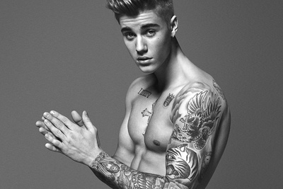Justin Bieber Supposed Major Photoshop Treatment in Latest Calvin Klein Ad Appears to Be Fake