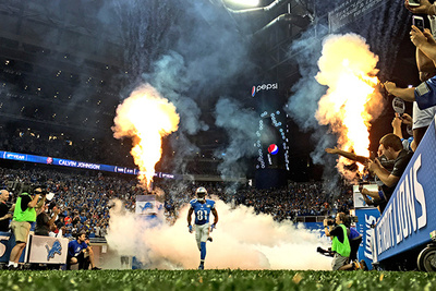 Professional NFL Photographer Captures Prime Time Game with iPhone 6s Plus