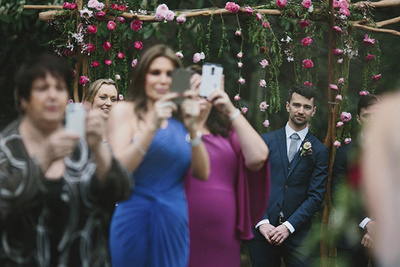 Photographer Makes the Case for Phone-Less Weddings With One Photo