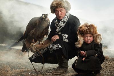 Mongolian Eagle Hunters' Legacy Beautifully Documented by Photographer Sasha Leahovcenco