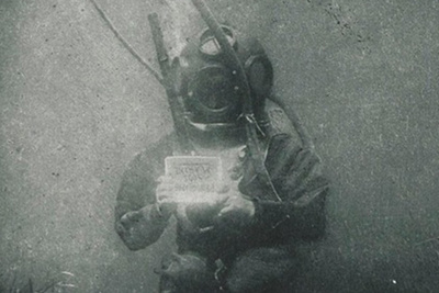 First Underwater Portrait From 1899