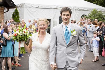 Brides Magazine Says Professional Wedding Photographers Only Use 'Cannon or Nikon'