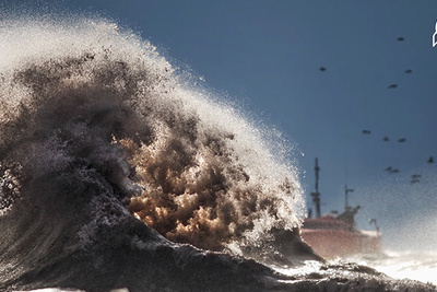 Photographing Beautiful and Monstrous Waves